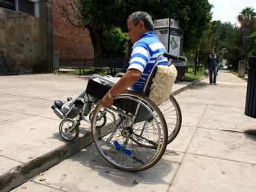 La discapacidad por accidente o enfermedad del padre biológico de un menor no extingue de manera automática sus derechos de paternidad. EL INFORMADOR / ARCHIVO