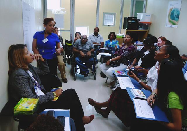Jóvenes con discapacidad reciben taller que ayudará a mejorar sus habilidades laborales para su inserción en empleo.