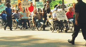 Las organizaciones que participaron de esta marcha se sienten indignadas con la actitud de las autoridades  gubernamentales  y en particular de la oficina metropolitana de servicios de autobuses (OMSA), que han ignorado las necesidades de transporte  del sector de Personas con discapacidad.