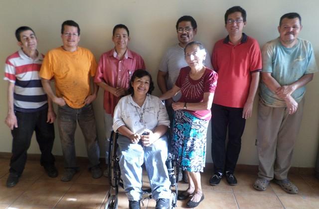 En la fotografía están los artesanos de ACOGIRPI, quienes son los que laboran el producto Shicali.