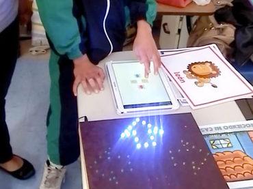 Este invento ayuda a que niños y niñas con discapacidad intelectual mejoren su capacidad cognitiva.