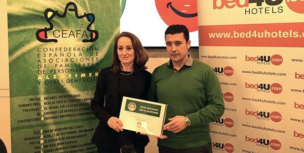 """Esta campaña se enmarca en la iniciativa creada por CEAFA en el año 2012 """"Solidarios con el Alzheimer""""."""