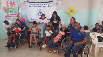Muchos niños y niñas con discapacidad disfrutaron de una mañana con la compañía de ASODIFIMO y sus detalles.