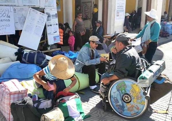 Muchas personas con discapacidad se concentraron para marchar por sus derechos.